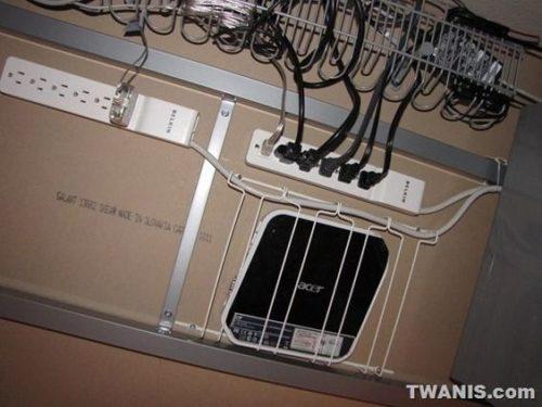 крепеж проводов под столешницей